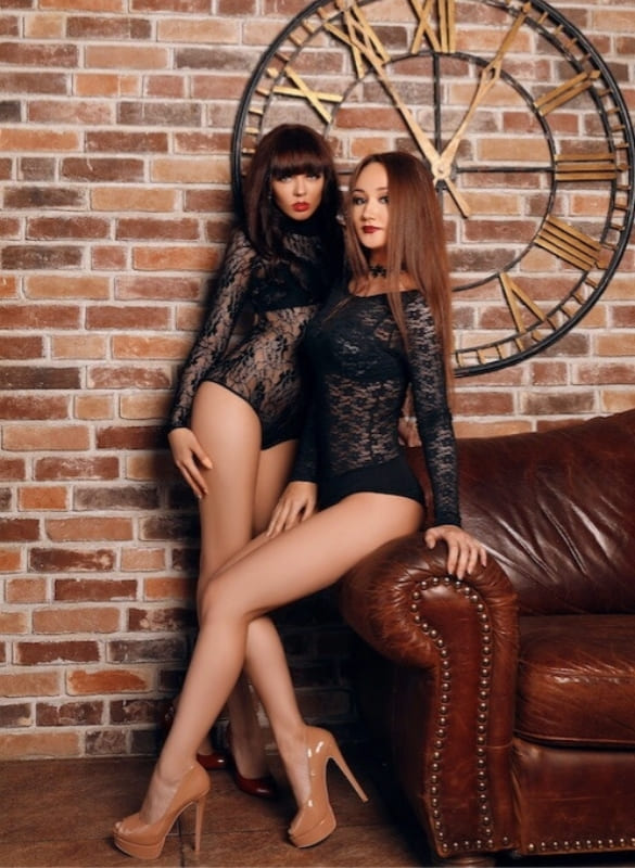 Близнящки-лисбиянки Алана и Элина - фото 1